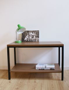 Vintage bijzet/tv tafel met hout fineer blad. Retro sidetable | Vintage meubels | Flat Sheep Retro Design, Persian Rug, Chair Design, Vintage Furniture, Entryway Tables, Rugs, Home Decor, Persian Carpet, Farmhouse Rugs
