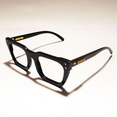 Exclusive COCO LENI style made from Acetate and Horn with Copper Logo. Mens Glasses Frames, Fashion Eye Glasses, Men Eyeglasses, Optical Glasses, Ear Jewelry, Eyewear, Mens Fashion, Persol, Versace Men