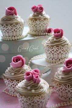 these cupcakes are so delicate n lovely!!