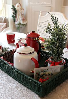 Aiken House & Gardens: Casual Christmas Tablescape, this is pretty. Christmas Kitchen, Noel Christmas, Merry Little Christmas, Country Christmas, Winter Christmas, Vintage Christmas, Christmas Design, Christmas Photos, Christmas Morning