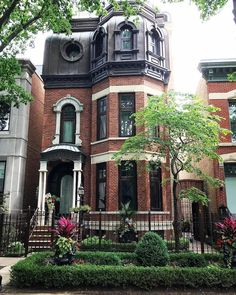 Victorian Architecture is typically a a number of architectural renewal styles within the mid-to-late nineteenth century, is defined as the reign of Ruler Victoria. Beautiful Buildings, Beautiful Homes, Beautiful Places, Victorian Architecture, Architecture Design, Brownstone Homes, Chicago Brownstone, New York Townhouse, Future House