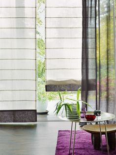 Fabrics and curtains in discreet tones allow other colours to take the foreground without being understated, and they always add an elegant touch. Traditional Interior, Fabric Shades, Roman Shades, Oversized Mirror, Colours, Curtains, Modern, Inspiration, Home Decor