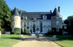 * chateaux de pray.  resto, piscine.  good reviews.  Resto too fancy for kids