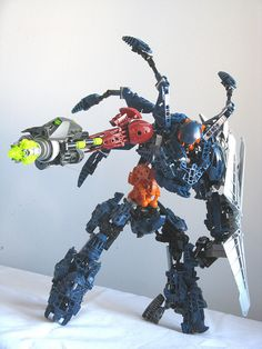 Halo Hunter- By Mike Nieves Lego Mechs, Lego Bionicle, Lego Halo, Halo Series, Lego Projects, Lego Creations, Legos, Halo Collection, Geek Stuff