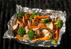 Grilled Mixed Vegetable Bundles - Healthy Eating for Families Grilling Recipes, Veggie Recipes, Healthy Recipes, Camping Recipes, Healthy Meals, Meatless Monday Easy, Healthy Cooking, Healthy Eating, Legumes
