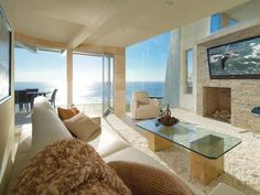 Contemporary oceanfront house on Laguna Beach