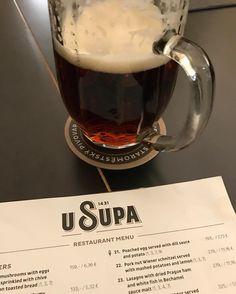 Mais uma cerveja escura agora na U Supa cervejaria na cidade velha de Praga. Muito boa! Legal o lettering @arthurwpresser @brumendes #usupa #pivo #cerveja #bier #praga #praha #prague #republicacheca #beer #oldtown