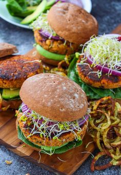 Sundried Tomato Chickpea Burgers (Gluten Free & Vegan) by A Saucy Kitchen Veggie Recipes, Whole Food Recipes, Vegetarian Recipes, Cooking Recipes, Healthy Recipes, Healthy Tips, Vegetarian Barbecue, Hamburger Recipes, Vegetarian Cooking