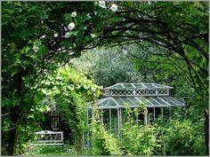 Ihana kasvihuone ja puutarha