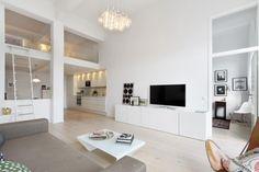 Loft Branco com Linda Vista para o Mar-sala de estar e cozinha