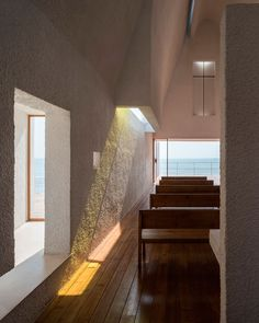 Vista interior de la capilla. Seashore Chapel por Vector Architects. Fotografía © Chen Hao. Imagen cortesía de Vector Architects.