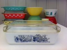 Rare Pyrex Space Saver with farmyard pattern! Agee Australian Pyrex, 2 quart oblong casserole with lid! Vintage Glassware, Vintage Pyrex, Rare Pyrex, Australian Vintage, Pyrex Bowls, Oven Dishes, Glass Kitchen, Farm Yard, Glass Dishes