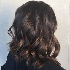 I woke up #GRATEFUL for another slamming week. Where I was encouraged & challenged to create some gorgeous hair. HAPPY SUNDAY FAM Luving this chocolate sexy Aline #LOB that I created for Alyse hairluvbytiffany #hairpost #salonrepublic #btcpics #salonrepublicstudiocity #unitehair #BALAYAGE #wellaeducation #wellahair #oribe #haircolorist #hairtip #beautiful #hairbrained #hotonbeauty #haircolor #hudabeauty #ombre #renefurterer #colorqueen #BTCQUICKIE #olaplex #lahairstylist #LA #livedin…