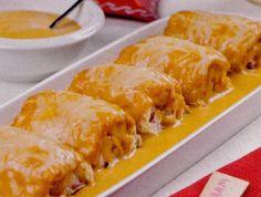 Una receta muy particular, donde haremos unas crêpes rellenas con buey de mar, cubiertos con una crema de mariscos. Un plato muy sibarita. Un poco laborioso pero con un resultado excepcional. Procuraremos emplear bueyes de mar vivos. Para cocerlos, la regla es poniéndolos en agua fría, con 60 g Crepes Rellenos, Lasagna, Ethnic Recipes, Food, Dishes, Cooking, Sheet Pan, Cutlery, Favorite Recipes