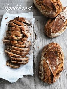 """""""Siden jeg havde fornøjelsen af at møde bager Ole Kristoffersen fra Lagkagehuset (og ved den lejlighed få flere af bageriets bedste opskrifter til en artikel til Boligliv) har jeg adskillige gange bagt dette sprøde speltbrød...[læs mere]"""""""