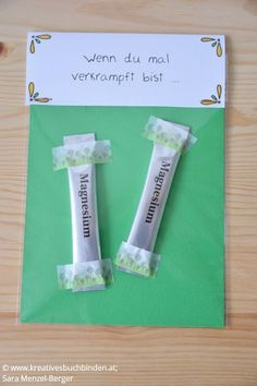 Heart box: Lettering & DIY- Herz-Kiste: Lettering & DIY If you& tense … Gift: Magnesium The Wenn box is a great birthday present, but you can also make it for a wedding, as a souvenir or for Christmas. Presents For Boyfriend, Boyfriend Gifts, Diy Gifts For Men, Diy Letters, Diy Box, Funny Gifts, Gifts For Friends, Diy And Crafts, Diy Wrapping