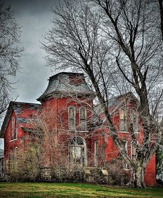 Abandoned house in Liberty, Missouri.  Love the red color.- I would so kill for a place like this!! Well, mostly birds, but for this place... Yeah!!!!