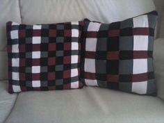 Cuscini nero, grigio, rosso e greggio