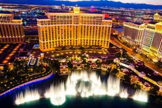 Las vegas, usa - august musical fountains at bellagio hotel and casino. the bellagio opened october 1998 and it was the most expensive hotel Casino Royale, Las Vegas Strip, Roulette Russe, Las Vegas Photos, Casino Theme Parties, Casino Night, Aerial View, Nevada, Travel Destinations