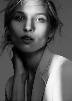 Theory has unveiled a look at its spring-summer 2016 campaign starring models Andreea Diaconu and Hana Jiricikova. Focusing on a new reinterpretation of the suit, the New York-based fashion brand heads to the studio for a series of portraits captured by David Sims. The girls wear matching mussed updos and minimal faces of makeup while …