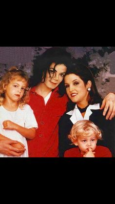 Net Image: Michael Jackson and Lisa Marie Presley: Photo ID: . Picture of Lisa Marie Presley - Latest Lisa Marie Presley Photo. Mike Jackson, Michael Jackson Pics, Paris Jackson, Jackson Family, Mj Kids, Mj Dangerous, Love U Forever, Lisa Marie Presley, Famous Faces