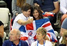 Louis Tomlinson and Eleanor Calders selfi