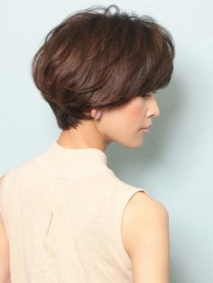 Best Wedge haircut ideas on Cool Short Hairstyles, Wedge Hairstyles, Short Wedge Haircut, Short Hair Cuts For Women, Layered Hair, Hair Today, Hair Dos, Gorgeous Hair, New Hair