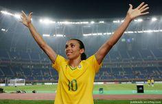Brasil se rinde ante Marta y da la espalda a su ídolo Neymar