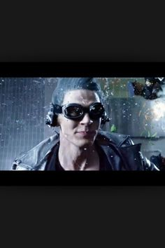 Evan Peters as Quicksilver in days of future past in the best scene ever!