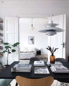 A Modern and Elegant Family Home in Copenhagen - Bunk Bed Decorating Ideas Super Bowl Party, Scandinavian Home Interiors, Scandi Home, Home And Living, Home And Family, Classic Building, Bungalow 5, Minimalist Home, Elegant