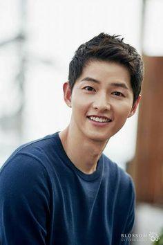 "Song Joong Ki: ""This summer is for me the happiest of . Asian Actors, Korean Actresses, Korean Actors, Actors & Actresses, Korean Men, Asian Men, Song Joong Ki Cute, Soon Joong Ki, Les Descendants"