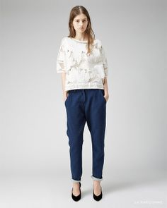 Isabel Marant Étoile / Calice Embroidered Top Isabel Marant Étoile / Kay Quilted Jeans Isabel Marant / Peas Low Pump