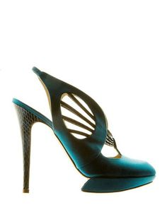 I must own these Nicholas Kirkwood 'Dragonfly' slingback shoes. Slingback Shoes, Shoes Heels, Teal Heels, High Heels, Crazy Shoes, Me Too Shoes, Nicholas Kirkwood Shoes, Unique Shoes, Up Girl