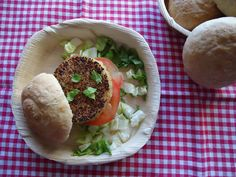 VA DE PAN: Panecillos crujientes con hamburguesa de quinoa