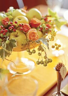A pretty Fall arrangement of apples, berries and peach colored rose buds! Could be a budget arrangement. Holiday Centerpieces, Floral Centerpieces, Table Centerpieces, White Centerpiece, Centrepieces, Fall Table, Thanksgiving Table, Thanksgiving Flowers, Deco Floral