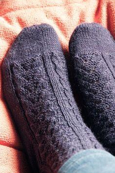 Knitting Socks, Knit Socks, Knitting Ideas, Knitted Shawls, Fingerless Gloves, Arm Warmers, Mittens, Slippers, Diy