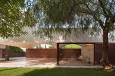 Curving vaults give Mesura's red brick extension to IV House in Spain's Alicante province a scalloped roofline Architecture Design, Spanish Architecture, Contemporary Architecture, L'architecture Espagnole, Brick Extension, House Extensions, Le Corbusier, Vaulting, Tulum