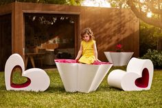 AGATHA, by AGATHA RUIZ DE LA PRADA brings youthfulness, innocence and spontaneity to VONDOM's doors, being it's first Kids collection.