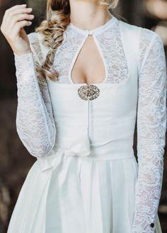 Die #Alpenherz Dirndlbluse Mia mit langen Arm aus spitze kann unter einem Brautdirndl oder klassischem Dirndl getragen werden. Die weiße Bluse ist auch in schwarz und einem champagner Ton nur bei uns erhältlich. #alpenherz #bluse #dirndl #tracht #hochzeit Nail Jewelry, Every Woman, Vivienne Westwood, The Dress, Hair And Nails, Knit Crochet, Women Wear, Wedding Inspiration, Bride