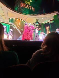 Beetlejuice Cast, Beetle Juice, Queen, Mean Girls, Musical Theatre, Great Movies, Dream Life, Creepy, Dancing