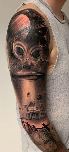 Alien Abduction by Matt Lunn @ Inklounge Tattoos North London, UK Space Tattoo Sleeve, Realistic Tattoo Sleeve, Best Sleeve Tattoos, Tattoo Sleeve Designs, Body Art Tattoos, Owl Tattoos, Fish Tattoos, Alien Tattoo, Black Art Tattoo