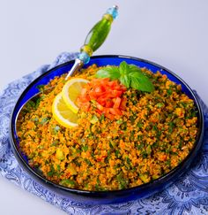Turkisk bulgur. Detta är en av mina favoriträtter som passar till det mesta. Gott att äta bredvid grillat eller bara som den är. Den är matig och mättande med syrliga smaker. Den går att variera och kan tillagas på olika sätt. Austrian Recipes, Turkish Recipes, Ethnic Recipes, Vegetarian Cooking, Vegetarian Recipes, Healthy Recipes, Bulgur Salad, Couscous, Cupcakes