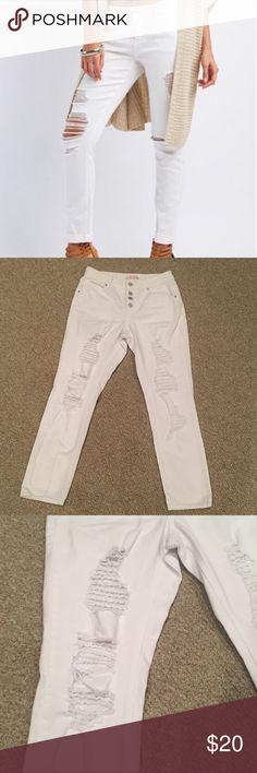 Refuge Destroyed White Denim High Waisted Skinny Size 2. 4 Button high waist white jeans. refuge Jeans Boyfriend