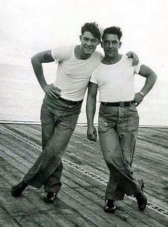 vintage photo--LOVE those dungarees! Vintage Sailor, Vintage Love, Vintage Men, Lgbt, Photos Originales, Vintage Couples, Gay Couple, Couple Portraits, Man Photo