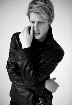 Gabriel Mann/ Nolan Ross in Revenge An angel! To be sure, there is some inner truth to his real name!