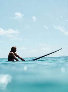 Summer Vibes :: Beach :: Friends :: Adventure :: Sun :: Salty Fun :: Blue Water :: Paradise :: Bikinis :: Boho Style :: Fashion Outfits :: Free your Wild see more Untamed Summertime Inspiration Surfer Girls, Surfer Girl Style, Surf Bikini, Videos Photos, Slimming World, Beach Photography, Coachella, Strand, Summer Vibes