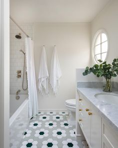 Turn simple hexagon tiles into a flower tile floor. These foundational choices are from Fireclay Tile. Hexagon Backsplash, Hexagon Tiles, Bathroom Floor Tiles, Tile Floor, Ocean Bathroom, Master Bathroom, Flower Power, Fireclay Tile, Interior Design Photos