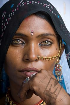 Woman in the Thar desert of Rajasthan, India. © Mirjam Letsch Photography