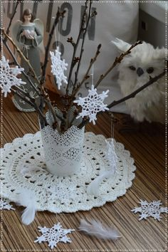 Včera měla svátek Barbora.           Barbora je ženské křestní jméno. Podle českého kalendáře má svátek 4. prosince. Barbora je jméno ... Crochet Snowflakes, Candle Holders, Candles, Bikini, Club, Tejidos, Snowflakes, Stars, Candlesticks