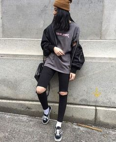 47 Elegant Tomboy Teenage Ideas For Fall Winter Awesome 47 Elegant Tomboy Tomboy Fashion Awesome Elegant fall ideas Teenage Tomboy Winter Lesbian Outfits, Edgy Outfits, Teen Fashion Outfits, Retro Outfits, Grunge Outfits, Cute Casual Outfits, Rock Outfits, Tomboy Chic, Tomboy Fashion